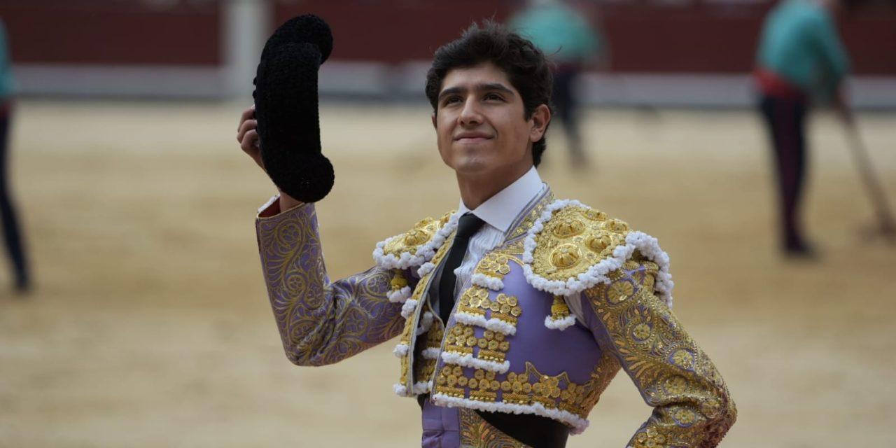 Ginés Marín corta una oreja y Luis David Adame vuelta tras petición