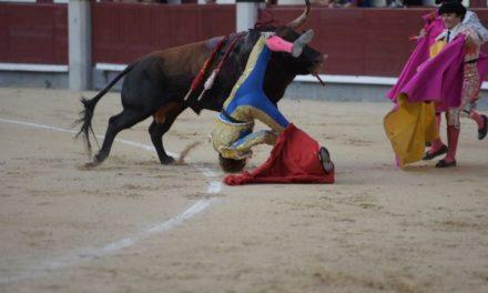 Cortan oreja Curro Díaz y Román, este último con grave cornada
