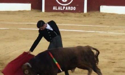 El novillero mexicanos Iñaki González  cortó oreja en Alalpardo