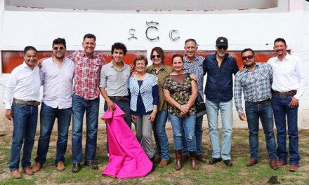 Leo Valadez en la ganadería de Felipe González