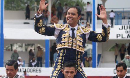 José Luis Angelino sale a hombros en Tetla