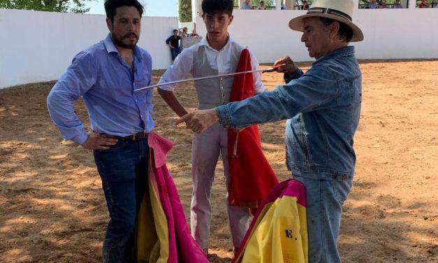 Sebastián Ibelles tentó al lado del maestro Cavazos