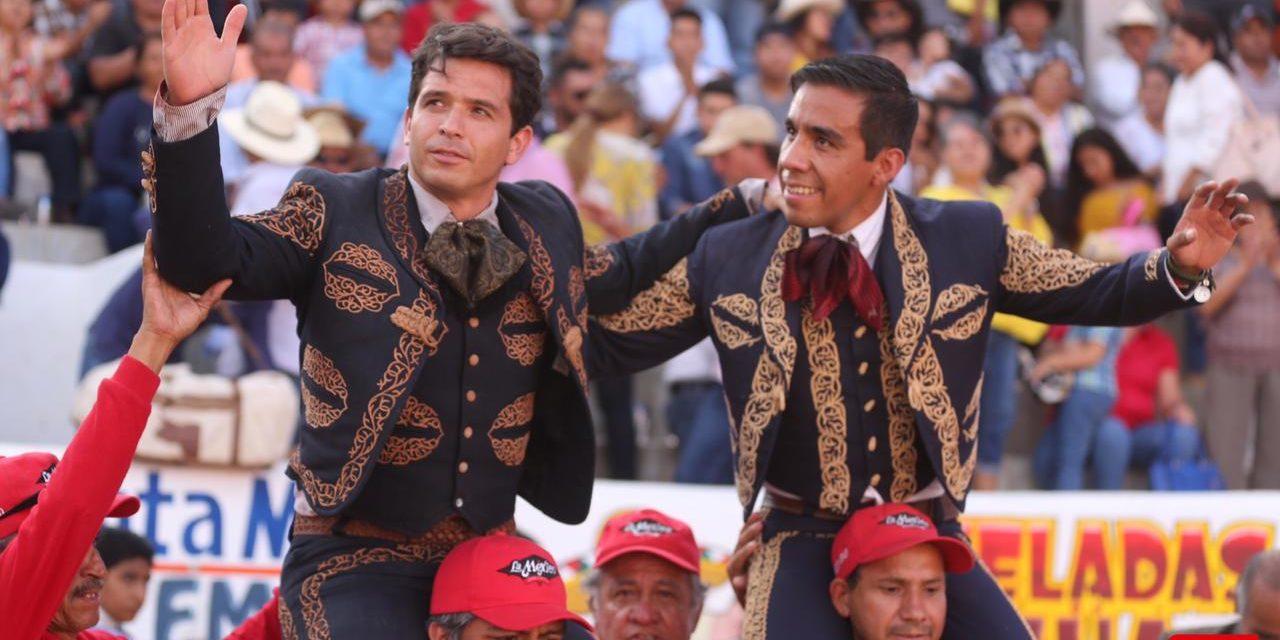 El Chihuahua y Antonio Romero salen a hombros