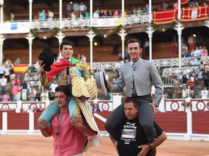 Triunfal debut con picadores de  Isaac Fonseca en Gijón