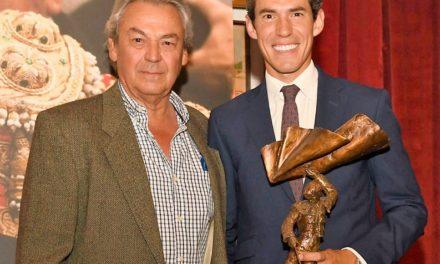 Diego Silveti recibe trofeo «Curro Rivera»