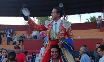 Salen a hombros Sotelo y Alanis en Huichapan