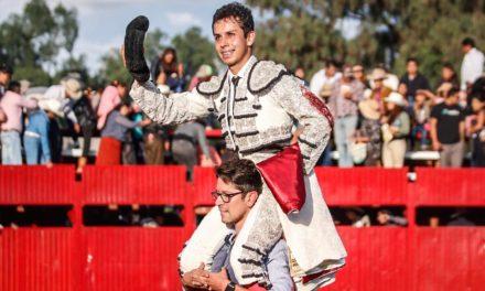 Xavier Gallardo sale a hombros en Tecomatlán