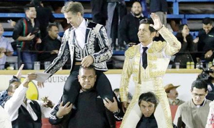 Salen a hombros Hermoso y Zapata en Puebla