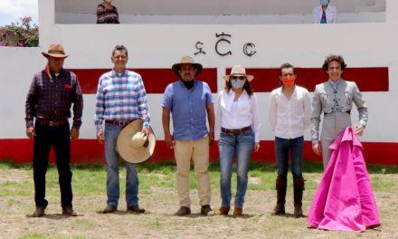 Héctor Gabriel en la ganadería de Felipe González