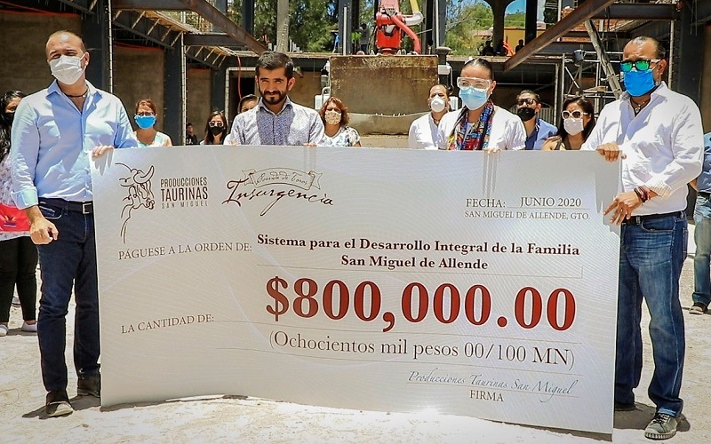Joselito Adame entrega 800 mil pesos